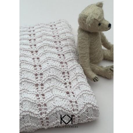 Opskrift på strikket babytæppe med hulmønster - Farvetryk i postkortstørrelse