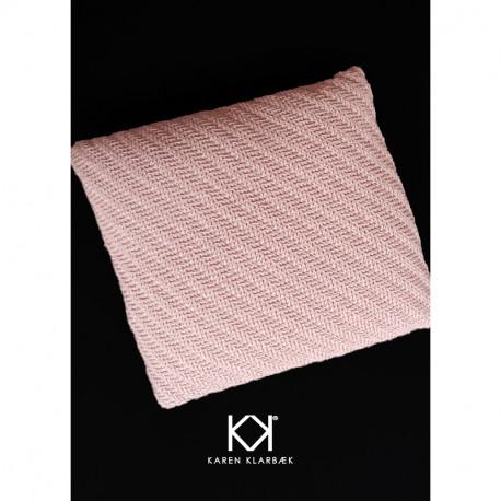 Opskrift på hæklet uldpude i diagonalrelief - Farvetryk i postkortstørrelse