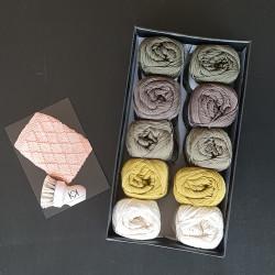 8/4: Efterår-4 - 10 nøgler bomuldsgarn (2. sortering OG restgarn) + opskrift på Stikket Dominoklud
