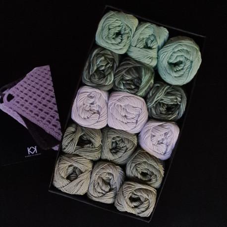 8/4: Grøn+multifarvet boks II (2. sortering + restgarn) 15 nøgler + opskrift på hæklet grydelap med integreret ophæng