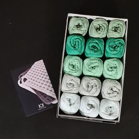8/4: Grønne farver VI (2. sortering + restgarn) 15 nøgler + opskrift på hæklet grydelap med integreret ophæng