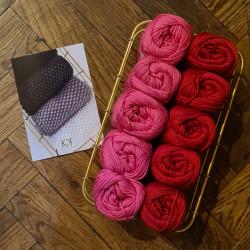 8/8: Pink-Rød I (2. sortering + restgarn) 10 nøgler + opskrift på Perlestrikket klud