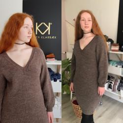 Kjole strikket i uld (4 størrelser) - e-opskrift