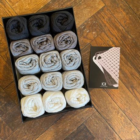 8/4: Sort til Hvid (2. sortering + restgarn) 15 nøgler + opskrift på hæklet grydelap med integreret ophæng