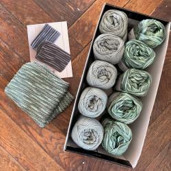 8/4: Støvet grøn-Multifarver grøn (2. sortering + restgarn) 10 nøgler + opskrift på strikket tofarvet klud