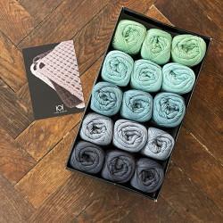 8/4: Koks-grå-blå-grøn (2. sortering + restgarn) 15 nøgler + opskrift på hæklet grydelap med integreret ophæng