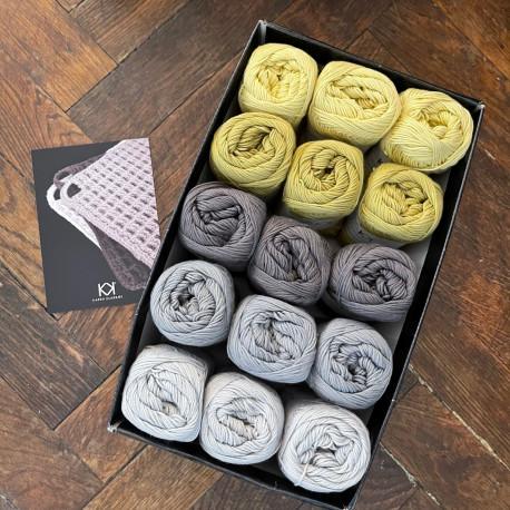 8/4: Grå-gul (2. sortering + restgarn) 15 nøgler + opskrift på hæklet grydelap med integreret ophæng