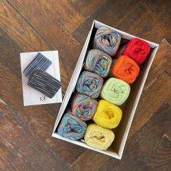 8/4: Sommerregnbue (2. sortering + restgarn) 10 nøgler + opskrift på strikket tofarvet klud
