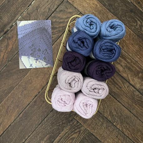 8/4: Blå og lilla faver (2. sortering + restgarn) 10 nøgler + opskrift på hæklet, blå serviet