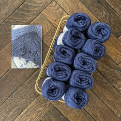 8/4: Blå og Lavendel (2. sortering + restgarn) 10 nøgler + opskrift på hæklet, blå serviet