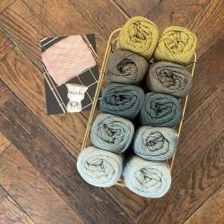 8/4: Kludekit (2. sortering + restgarn) 10 nøgler + opskrift på strikkede Franske perler